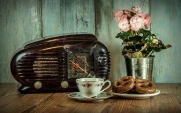 an old fashioned radio